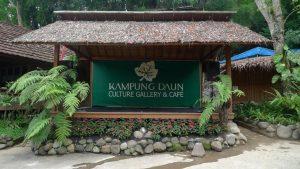 kafe di bandung yang menyatu dengan alam kampung daun