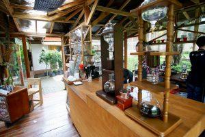 kafe di bandung yang menyatu dengan alam armor kopi