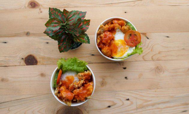 menu chicken crispy asam manis extra egg coday skylight resto jogja